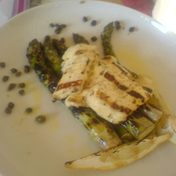 asparagus with crispy capers, chicken and lemon