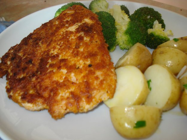 chicken escalopes with new potatoes and broccoli