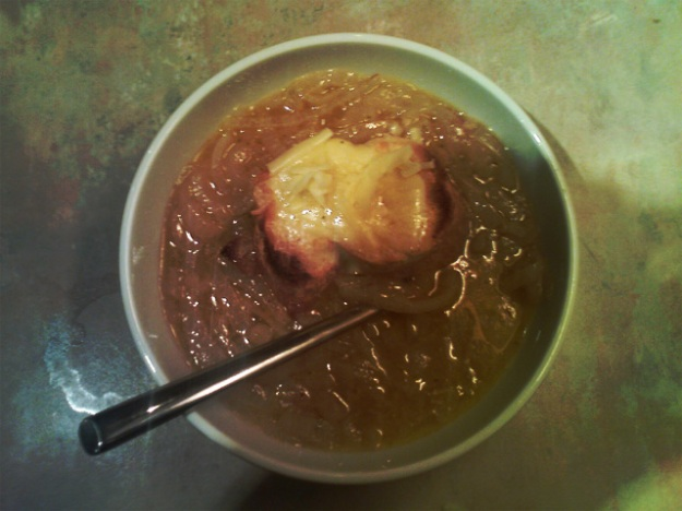 french onion soup with cheese crouton