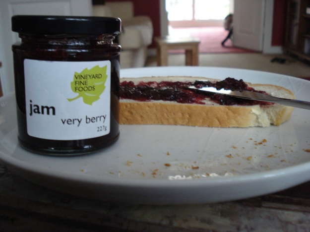 very berry jam with bread
