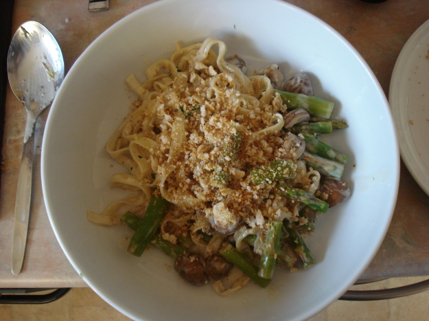 tagliatelle with mushrooms and asparagus