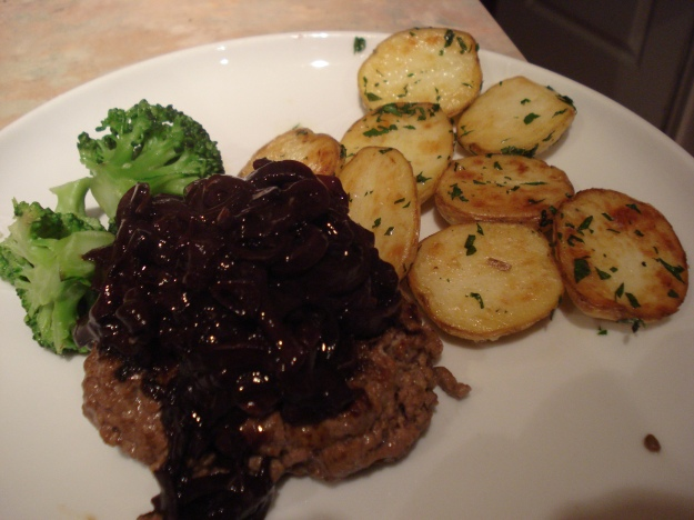 burger with red onion and red wine sauce and saute potatoes